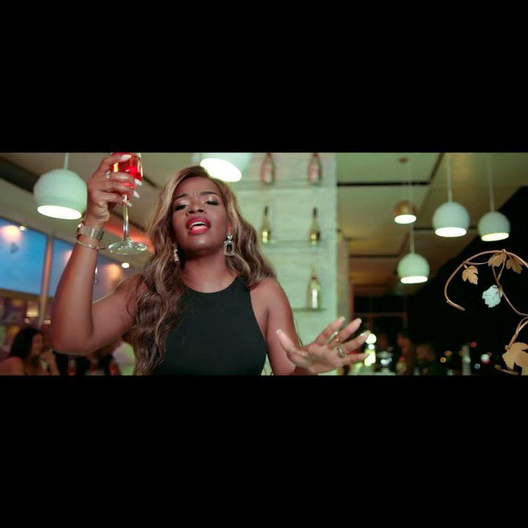 Heavy C - Um brinde (ft. Big Nelo and Sandra Cordeiro) (Thumbnail)