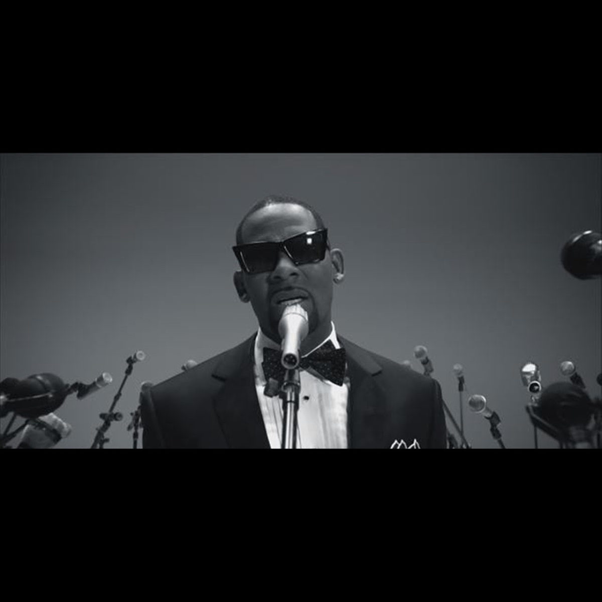 R. Kelly - When A Woman Loves (Thumbnail)