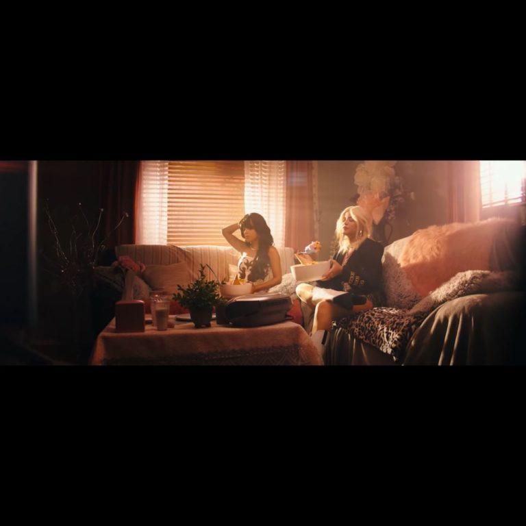 Sofia Reyes - Mal de amores (ft. Becky G) (Thumbnail)