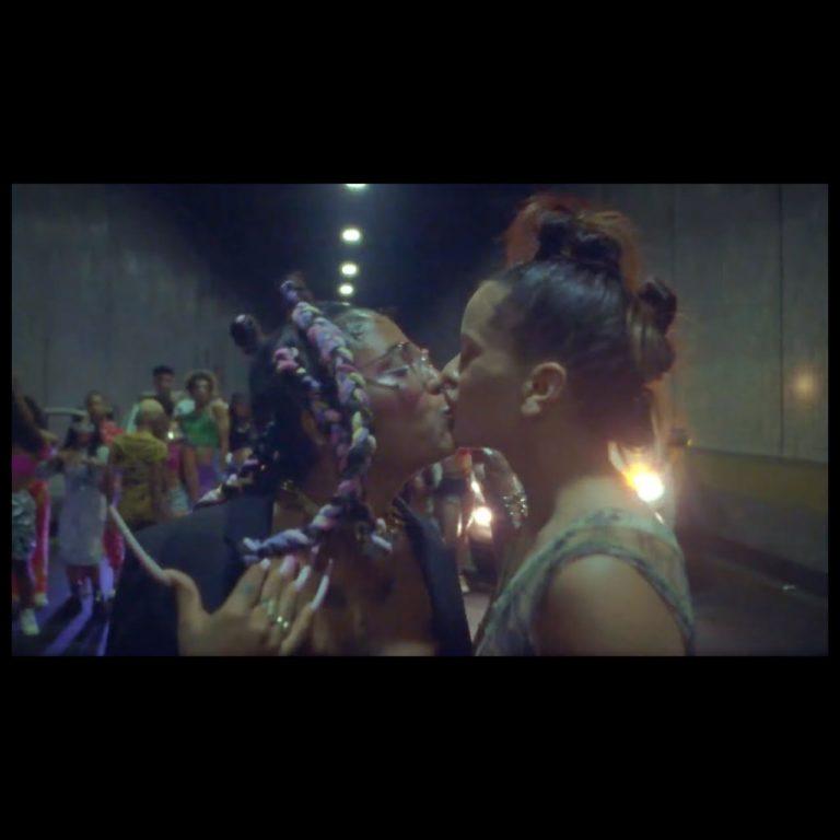 Tokischa - Linda (ft. Rosalía) (Thumbnail)